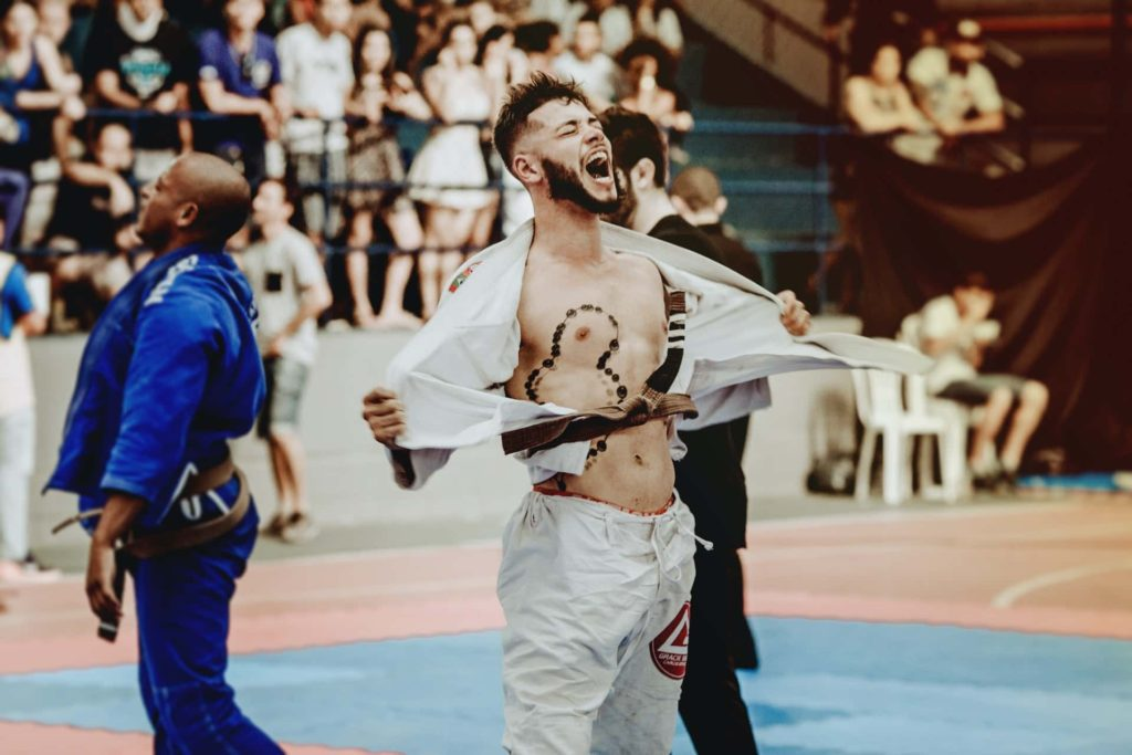What is the difference between sparring and fighting in bjj