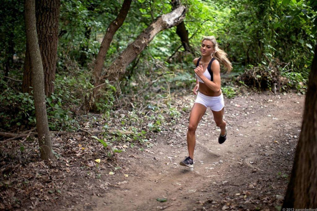 hill sprints arde grăsime rapid)