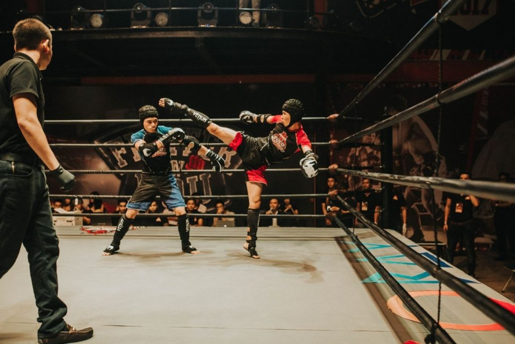 What is the difference between muay thai and kickboxing